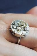 Idée création bijou fantaisie: cadeau original, une bague réalisé à partir de mecanismes de montre
