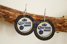 Un bijou fantaisie : des boucles d'oreille réalisées à partir de capsules de bière avec Decodeclic