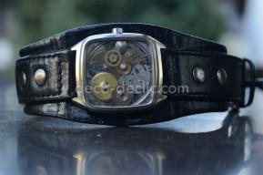 Idée cadeau originale: bracelet montre pour homme par Decodeclic