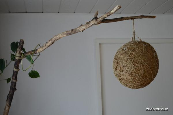 Créez avec Deco[De]clic votre lampe arc de salon avec du bois flotté, du fil électrique, de la ficelle et une base en ciment