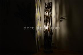 Ambiance cosy avec cette lampe sur pieds réalisée à partir de branches d'arbre sur pied en ciment