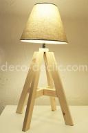 Une lampe de chevet réalisée à partir de tasseaux de bois, idée créative décoration par Decodeclic
