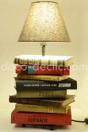 Idée création: une lampe de chevet originale réalisée à partir de vieux livres avec Decodeclic
