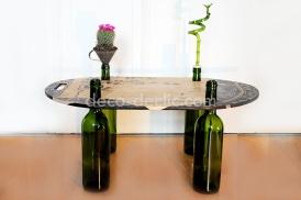 Idée originale, ambiance zen avec cette table Feng Shui réalisée à partir de bouteilles de vin