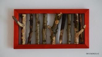 Réalisez un cadre design ou un porte-chapeau à partir de branches d'arbre incrustées dans un cadre