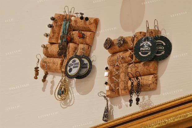 Un porte-bijou carré à partir de bouchons de liège : DIY avec Decodeclic