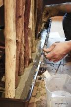 Personnalisez votre porte-manteau avec du bois et une base en ciment