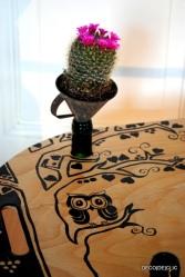 Réalisez une table feng shui personnalisée à partir de bouteilles de vin et d'une planche de bois avec Déco[De]clic
