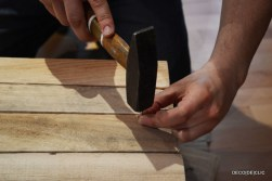 Créez un banc en palette avec une table intégrée